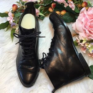 9 West Black Flat Ankle Booties 6.5 Leather EUC